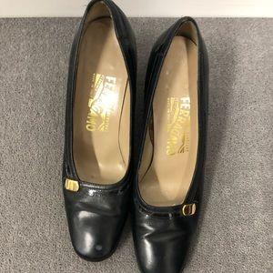 Black FERRAGAMO heels. So classic and chic!